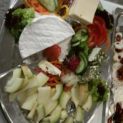 Pølse ostebord med lun leverpostej